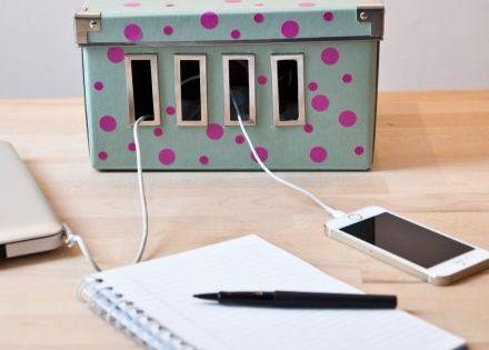 comment cacher les prises et cables disgracieux qui. Black Bedroom Furniture Sets. Home Design Ideas