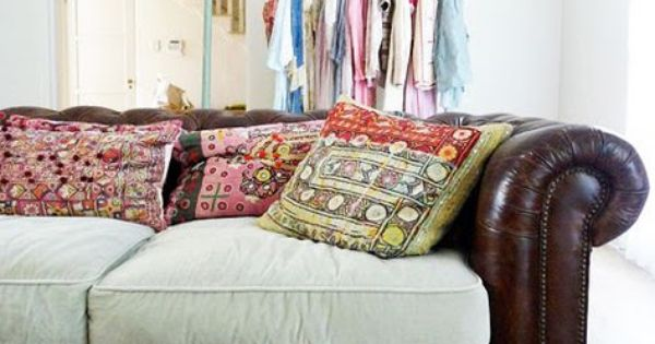 Cushions That Don T Match The Sofa And Throw Pillows