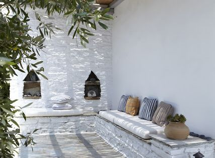 I might do this in my tiny courtyard, reminds me of my