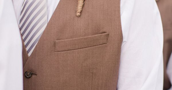 Wedding tie - burlap boutonnieres | Katelyn James #wedding