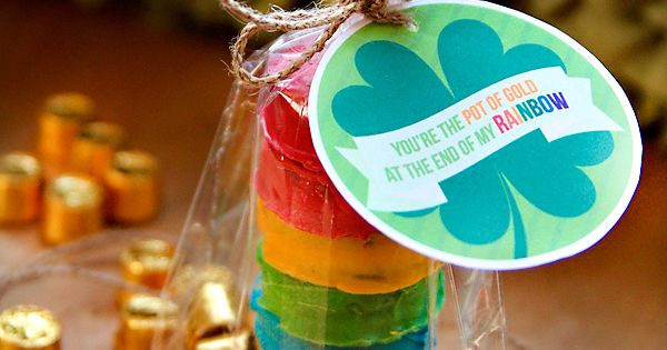 Rainbow Cookie St. Patrick's Day Party Favors! I love this idea!