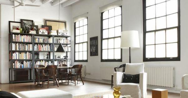 loft einrichtung wohnbereich hohe decke dachbalken grosse. Black Bedroom Furniture Sets. Home Design Ideas