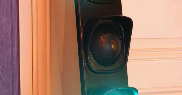 feu tricolore de signalisation r form couleurs rouge jaune vert avec fl ches orientables. Black Bedroom Furniture Sets. Home Design Ideas