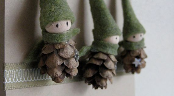 Tiny Pine Cone Elves. I think Pine Cone gnomes! Love these... There's