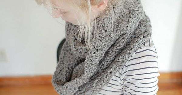 crocheted scarf pattern, beautiful infinity scarf
