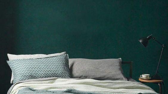 Style guide green bedroom ideas slaapkamer kleuren en inspiratie - Wallpaper voor hoofdeinde ...