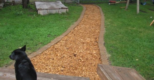 Wood Chip Path Lined With Pavers Gardens Walkways