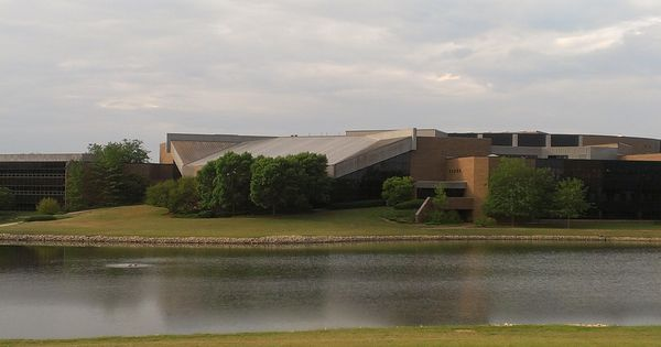 Willow Creek Community Church In South Barrington Illinois Church Buildings Pinterest
