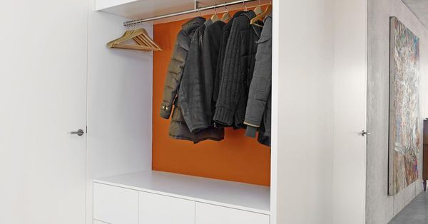 Garderobenschrank Visitenkarte im Eingangsbereich