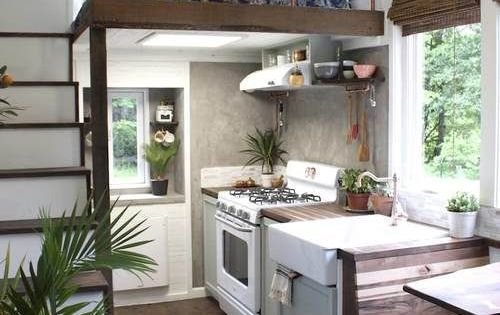 Casa Pequena Com Cama Suspensa Bom Aproveitamento De Espaco Interiores De Casas Pequenas Pequena Casa Sobre Rodas Espacos Minusculos