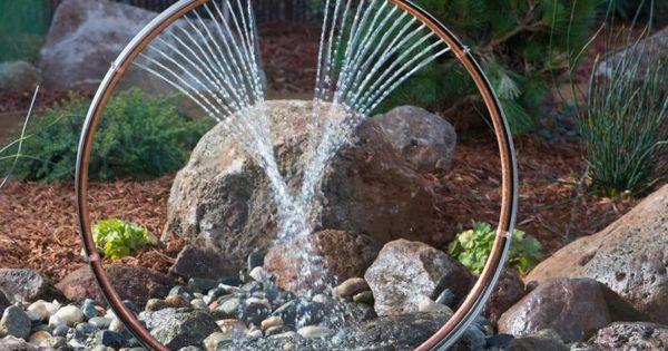 gartenbrunnen selber machen wasserspiele aus fahrradfelge und gartenschlauch wasser im. Black Bedroom Furniture Sets. Home Design Ideas