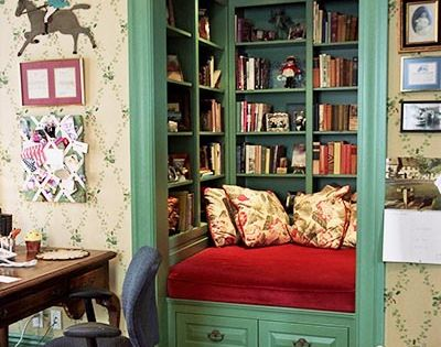 reading nook in a closet. this will be my office in my