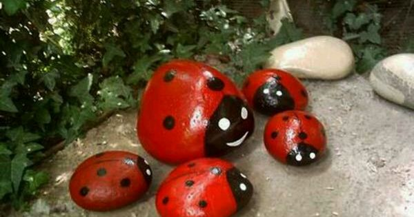 Paint ladybugs on rocks to decorate your garden faby for Adornos de jardineria