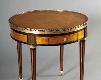 Table Bouillotte Louis Xvi Deux Tiroirs Et Deux Tablettes A La Ceinture Pour Le Jeu De Bouillotte Meuble Meuble De Style Meubles Shabby Chic
