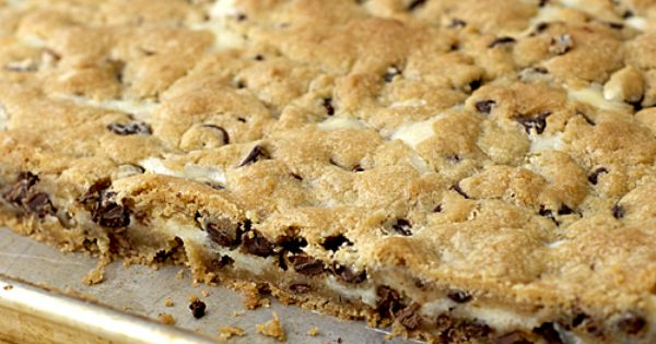25 Favorite Bar Cookie Recipes from Six Sisters. I love cookie bar