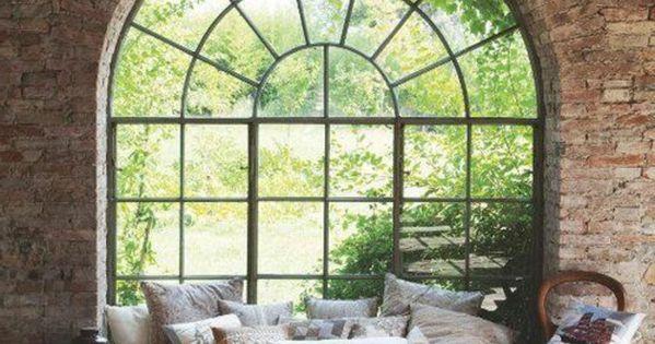 suite parentale lit avec couverture de lit beige fenetre. Black Bedroom Furniture Sets. Home Design Ideas