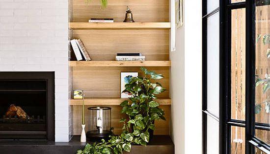 love the inbuilt wooden shelfs  Interior  Pinterest  벽돌, 벽 장식 및 거실