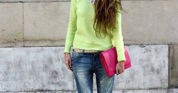 Casual chic| Lime sweater, boyfriend jeans & hot pink clutch & pumps