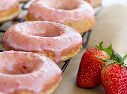 Whole grain Strawberry donuts. Baked. Donuts. Strawberry and healthy (whole grain, sha).