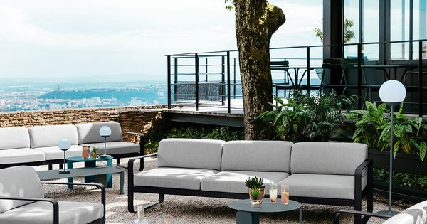 Terrasse Coin Lounge Hotel Mobilier Canape Table Basse Bebop Bellevie Fermob Contractunit Mobilier Terrasse Mobilier Jardin Salon De Jardin Gris