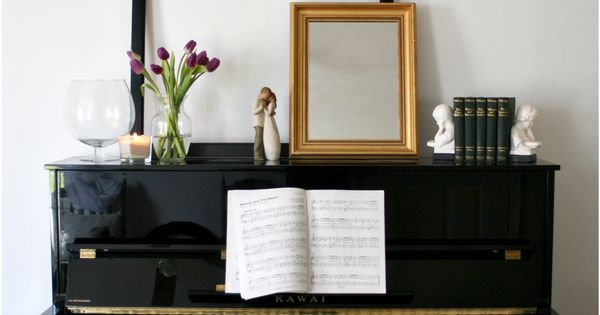 Piano display vignette mantle home decorating ideas diy for Best piano house
