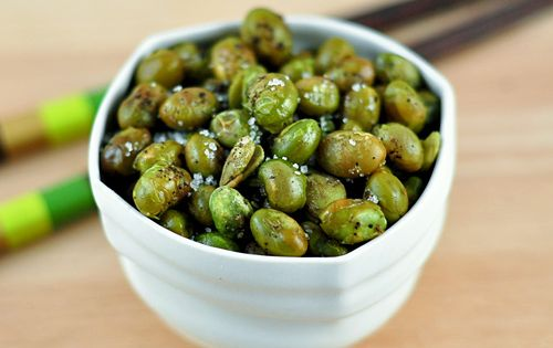 Easy Party Appetizer: Roasted Edamame with Sea Salt and Cracked PepperRoasted Edamame