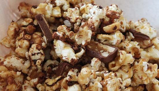 Movie night sweet: snickers popcorn