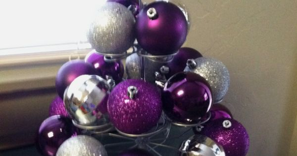 How simple! ....ornaments on cupcake stand! Awesome idea for my newly cupcake
