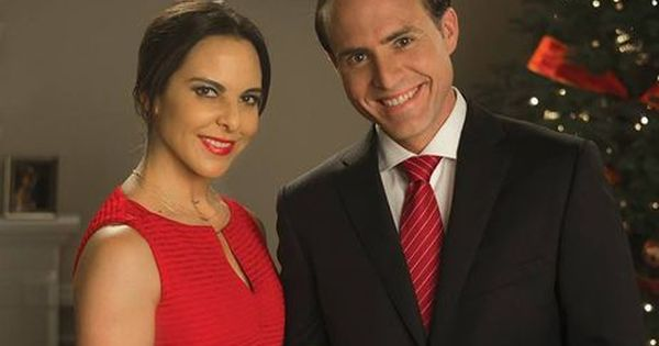 Kate Del Castillo And Erik Hayser In Ingobernable Netflix Series 1 Netflix Kate Del Castillo Netflix Series