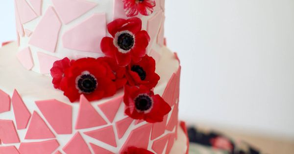 Amazing - Poppy red is a fantastic accent. Wedding Cake | CHECK