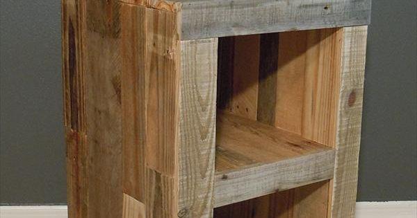 Table de nuit en bois de palette pinterest for Table de nuit en palette