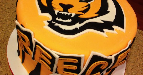 Cake Decorating Store Cincinnati : Cincinnati Bengals cake Cake ideas Pinterest ...