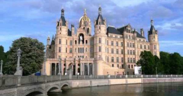 Fabulous Gasthof Zur guten Quelle Schwerin Visit http germanhotelstv zur guten quelle Located in the heart of Schwerin us Old Town this intimate fa u