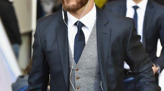 Dark suit, light grey vest is almost always good combination ...