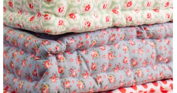 DIY Floor Cushions + 25 Small Quilting Tutorials Can use these as