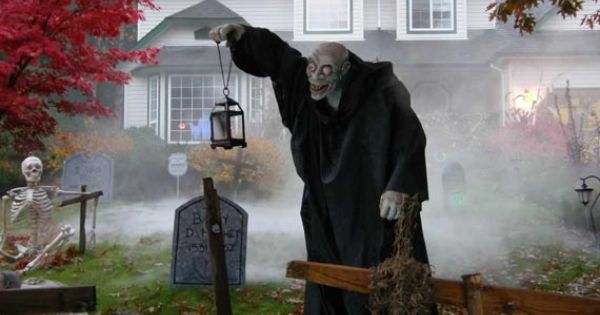 Funny and Cool Halloween Costumes 2013: Halloween Yard Decoration Displays