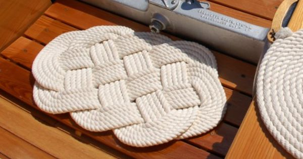 Nautical rope bath mat would love to figure out how to for Rope bath mat