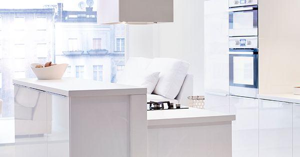 Une cuisine minimaliste hotte aspirante l ckerbit - Hotte de cuisine stainless ...