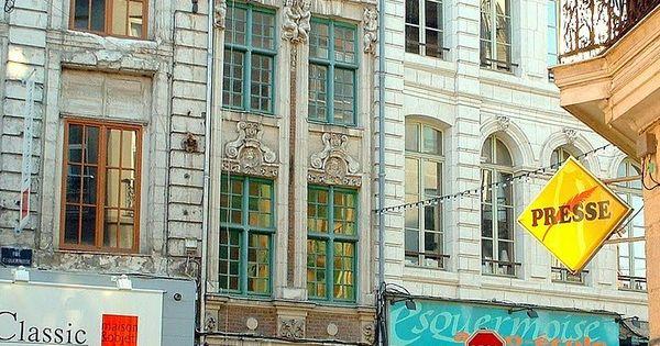 France la plus petite fa ade rue esquermoise dans le vieux lille france pinterest - Magasin meuble lille rue esquermoise ...