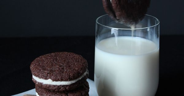 Homemade Oreos Makes 25 to 30 sandwich cookies For the chocolate wafers: