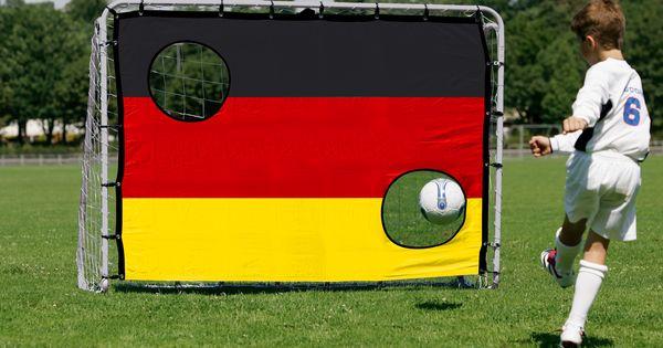 Superb  Fu balltor mit Torwand im Deutschland Design Set bestehend aus Fu balltor und Torwand pulverbeschichteter Rohrrahmen silber mm Ma u