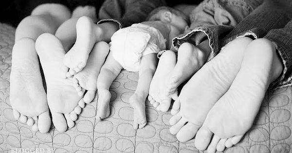 Super cute family photo!! family photo ideas | PhotoideaShopBaby photography ideas Archives