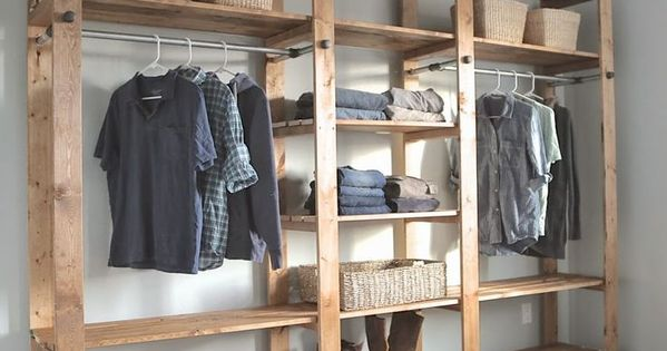 20 ideas para hacer un closet sin gastar wood slats for Ideas para closets en espacios pequenos