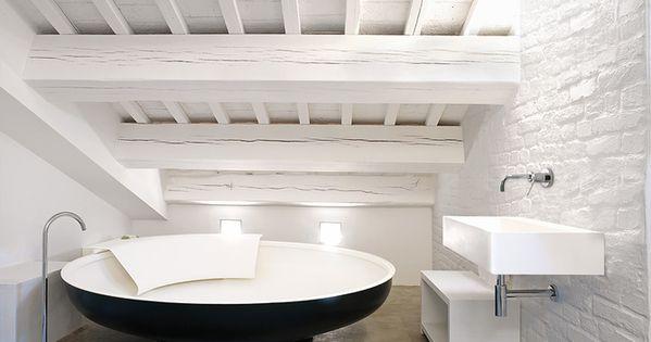 Reforma ba o ba era exenta lavabo de dise o con grifo for Banos con banera exenta