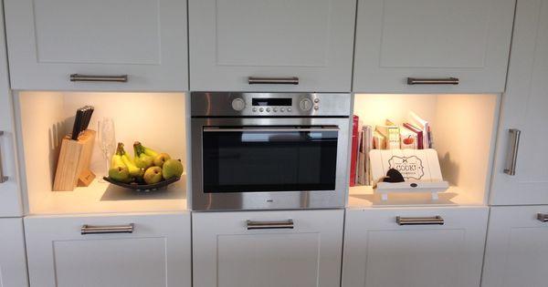 Keuken model met breed kader deur silestone werkblad apparatuur van atag en een plafondunit - Werkblad silestone ...
