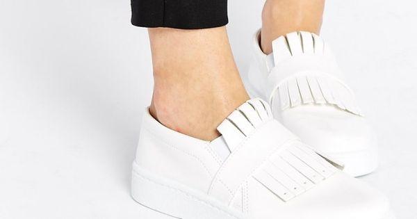 wei e sneaker kombinieren wir zeigen euch wie ihr die trendlooks g nstig nachstylt turnschuhe. Black Bedroom Furniture Sets. Home Design Ideas