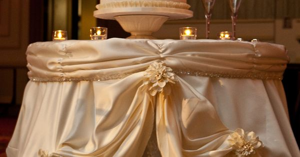 The Gorgeous Cake Table Linen Was Made To Resemble The Bride 39 S Wedding