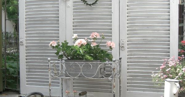 Outdoor privacy screen simple but pretty shutter for Simple outdoor privacy screens