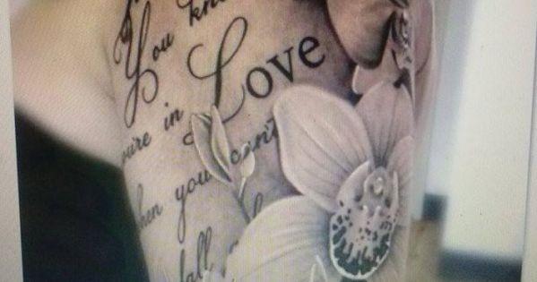 schrift tattoo mit blumen tattoo vorlagen pinterest. Black Bedroom Furniture Sets. Home Design Ideas