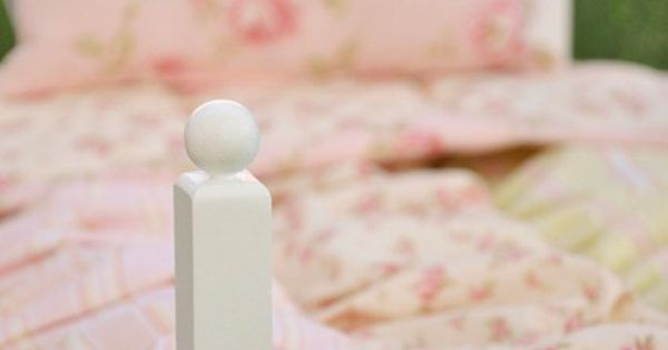 Baby Doll Bedding tutorial - for the antique bed to put in